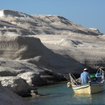 Sarakiniko: Fisherman fishing off the white rocks