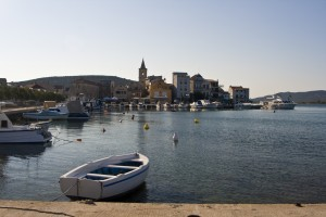 Pirovac: The town and harbour. If the quay is full you can anchor in the bay