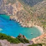 Faros: Steep cliffs surround the bay and beach