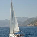 Marmaris Bay: Yacht motor sailing