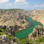 Zrmanja: The river winds through the gorge
