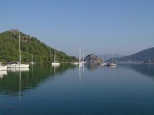 Orhaniye: Yachts anchored south of Keci Buku island