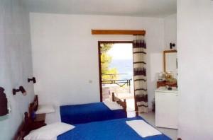 Nikiana Beach Club twin room