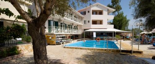 Nikiana Beach Club - sun and shade