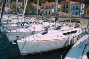 There are still a few yachts under 36 feet available on bareboat, like these 32 and 33 footers