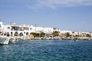 Antiparos: Fishing boats line the pretty sea front