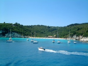 Voutoumi: The popular bay and beach with its lush vegetation