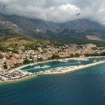Baska Voda: Aerial view of the harbour and town