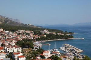 Baska Voda: The town, harbour and coast looking south