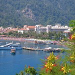 Marmaris: Hotels line the sea front at Ivmeler
