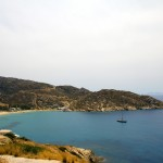 Mylopotas: The large bay with beach south of Port Ios, with yacht anchored