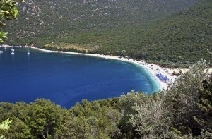 Antisamos: The beach with yachts anchored on the south side of the bay