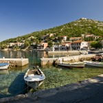 Luka Starigrad: The village seen across the small harbour