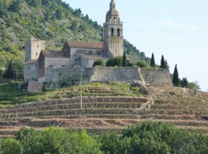 Komiza: The church of St. Nikola sits on the hill above the town