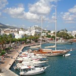 Kos Town: Yachts, trip boats and a naval patrol vessel in the harbour