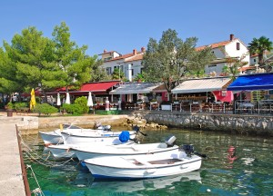 Njivice: Plenty of restaurants to chose from as you look out over the fishing harbour
