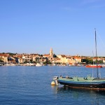 Pakostane: The town and its large harbour.
