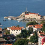 Petrovac: Rather a small harbour for the size of town