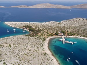 Ravni Zakan: The two bays, possibly the smallest port of entry anywhere!