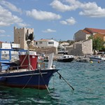 Razanac: The inner harbour with the 16th century castle on the quay