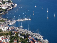 Skiathos: Aerial view of the yacht quay at the north end of the harbour and the anchorage