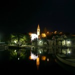 Splitska: The village and harbour at night. You can moor side to on the quay