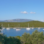 Maracol: Yachts at anchor in the bay