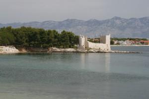 Vir: The ruins of Kastelina Castle with a glimpse of Vir town behind