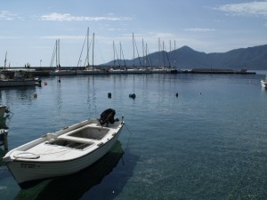 Plaka: The yacht quay with harbour entrance, right