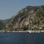 Ciftlik: Yachts on the restaurant jetties.