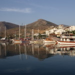 Datca: Trip boats, yachts and motor boats mingle in the harbour