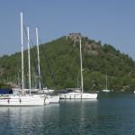 Orhaniye: Yachts on one of the restaurant quays