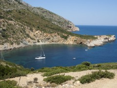Krya Panagia: Yachts anchored in the pretty and unspoilt bay in the island