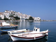 Skopelos Town: Harbour with stub jetty right and breakwater far right
