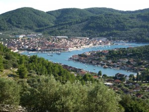 Vela Luka: The town with its quay and moorings