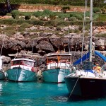 Cala Mitjana: You can get close in to the shore
