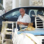 Poros: Fisherman mending nets